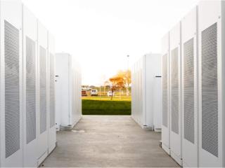 Tesla Powerpack — уличный накопитель энергии для бизнеса